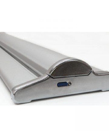 Base stable et autoportante offrant stabilité et robustesse à cet enrouleur.